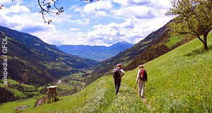 ' ' from the web at 'http://www.tourmycountry.com/austria/../photos/hiking.jpg'