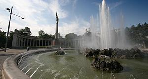 Hochstrahlbrunnen Schwarzenbergplatz In Vienna Travel Guide